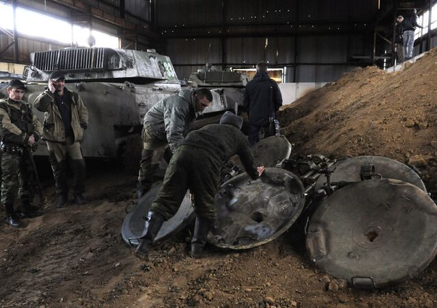 DPR self-defense fighters withdraw mortars from Donetsk. File photo