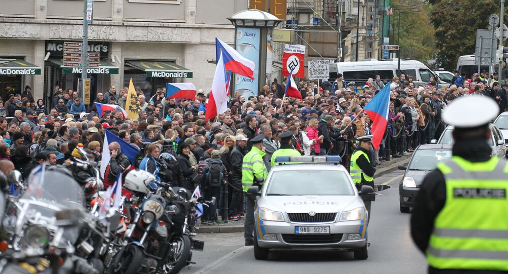 Rallies for and against migrants in Prague