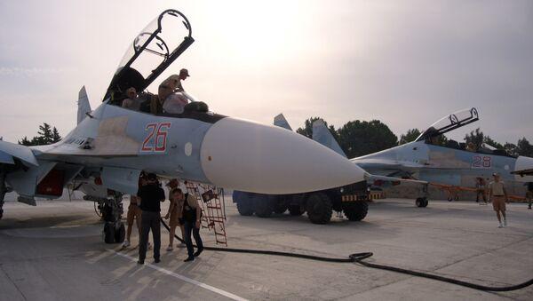Ground crew prepare fighter jets for combat sorties at Hemeimeem airbase, Syria, Thursday, Oct. 22, 2015 - Sputnik International