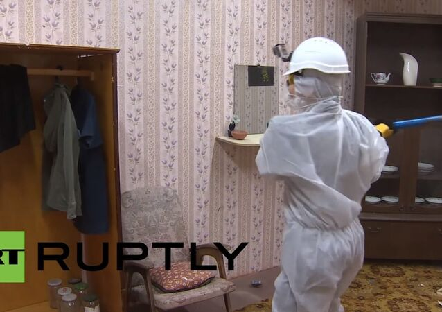 Muscovites smash stress with sledgehammers in new therapy craze