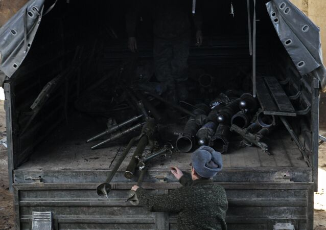 DPR self-defense fighters withdraw mortars from Donetsk