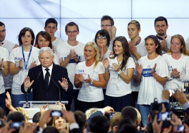 The leader of Poland's main opposition party Law and Justice (PiS) Jaroslaw Kaczynski addresses supporters after the exit poll results are announced in Warsaw, Poland October 25, 2015.