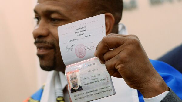 Boxer Roy Jones Jr. who has received a Russian passport at a local division of the Russian Federal Migration Service - Sputnik International