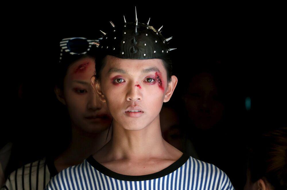 You Won't Believe but It's Fashion...Chinese Fashion