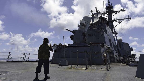 SOUTH CHINA SEA (Sept. 16, 2015) Gunner's Mate Seaman Brenda Algado from Dallas, Texas observes a live-fire exercise with a close-in weapon system (CWIS) aboard the Arleigh Burke-class guided-missile destroyer USS Lassen (DDG 82) - Sputnik International