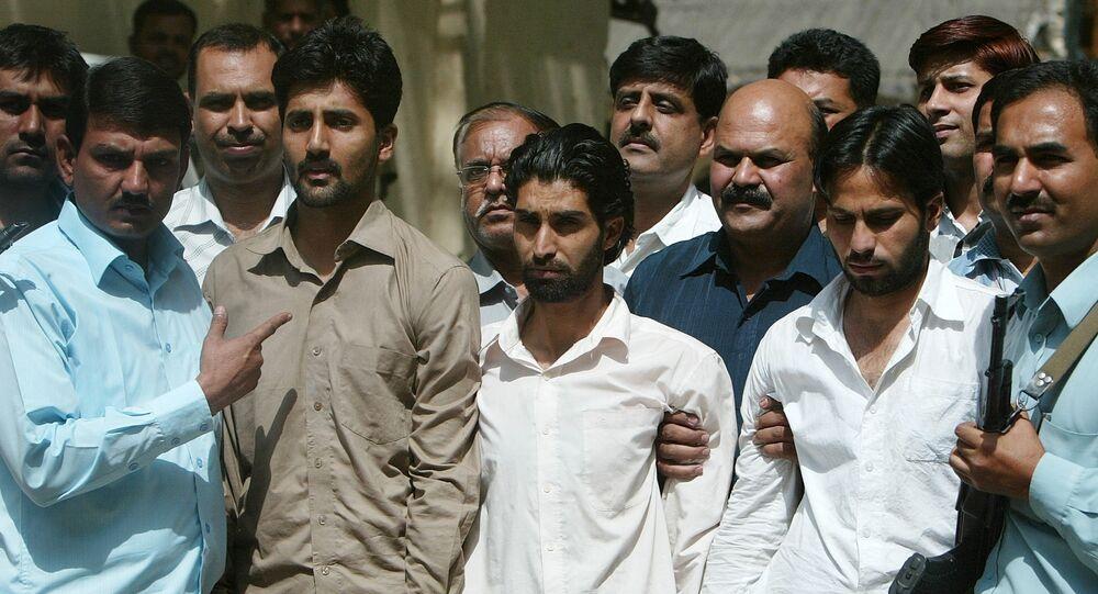 Suspected Lashkar-e-Toiba (LeT) militants, Pakistani Abu Qasim (2L), Kashmiri Shabbir (C) and Kashmiri Shafaqat (2R) are produced by Delhi Police Special Cell officials to the media in New Delhi, 27 April 2007