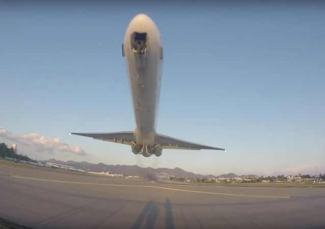 MD-80 Low Takeoff From Princess Juliana Airport