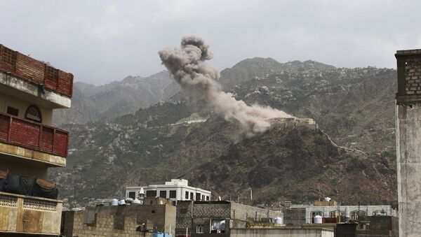 File photo of smoke rises from al-Qahira castle, an ancient fortress that was recently taken over by Shiite rebels, following a Saudi-led airstrike in Taiz city, Yemen, Thursday, May 21, 2015 - Sputnik International