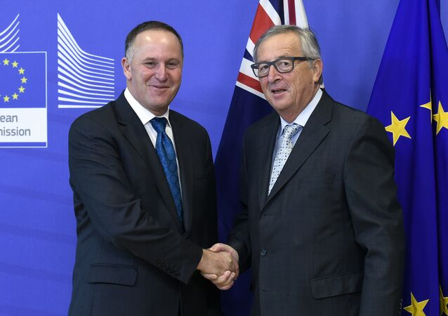 European Commission President Jean-Claude Juncker (R) shakes hands with New Zealand's Prime Minister John Key as he welcomes him before their bilateral meeting at the EU headquarters in Brussels on October 29, 2015