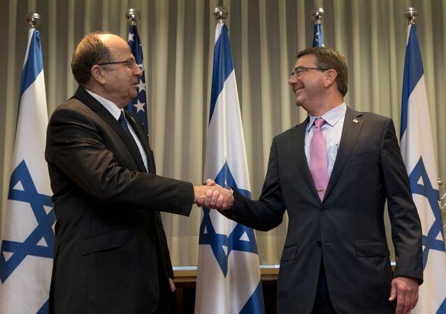 US Defense Secretary Ash Carter, right, and Israeli Defense Minister Moshe Ya'alon shake hands at Israel's Defense Force headquarters in Tel Aviv, Monday, July 20, 2015.