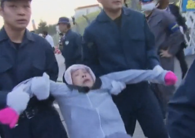Police Drag Away Japanese Seniors Protesting US Military Base Relocation