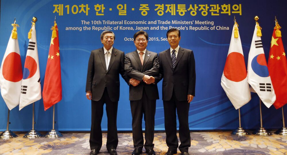 South Korea's Trade, Industry and Energy Minister Yoon Sang-jick, center, poses for the media with Japan's Economy, Trade and Industry Minister Motoo Hayashi, left, and China International Trade Representative Zhong Shan before the 10th trilateral economic and trade ministers' meeting in Seoul, South Korea, Friday, Oct. 30, 2015