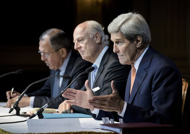 (L-R) Russian Foreign Minister Sergei Lavrov, U.N. Special Envoy for Syria Staffan de Mistura and U.S. Secretary of State John Kerry hold a news conference at the Grand Hotel in Vienna, Austria October 30, 2015