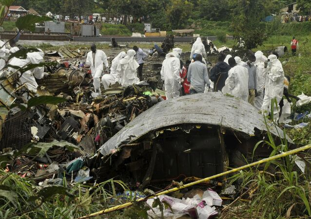 Officials investigate the wreckage of a cargo airplane that crashed after take-off near Juba Airport in South Sudan November 4, 2015