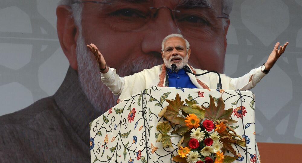 Indian Prime Minister Narinder Modi addresses a public rally in Srinagar on November 7, 2015