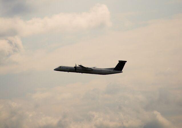 Dash 8 airplane