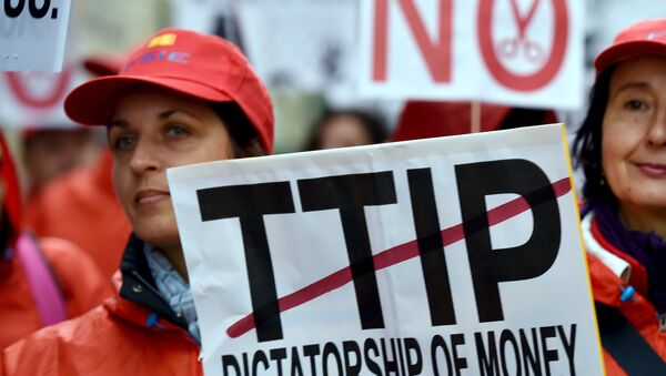European consumer rights activists take part in a march to protest against the Transatlantic Trade and Investment Partnership (TTIP), austerity and poverty in Brussels, Belgium October 17, 2015 - Sputnik International