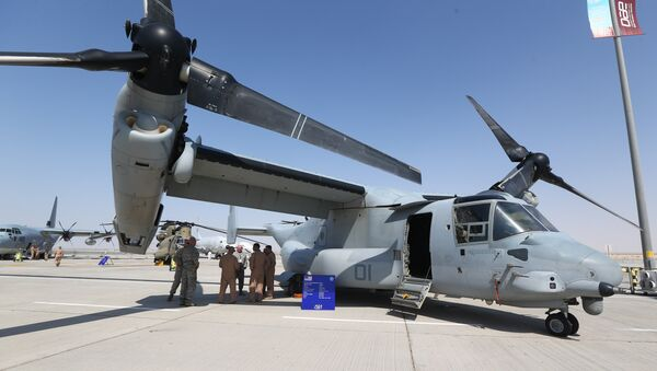 US soldiers stand in the shade of the wing of a Bell Boeing V-22 Osprey, a US multi-mission, tiltrotor military aircraft, displayed at the Dubai Airshow on November 8, 2015 - Sputnik International