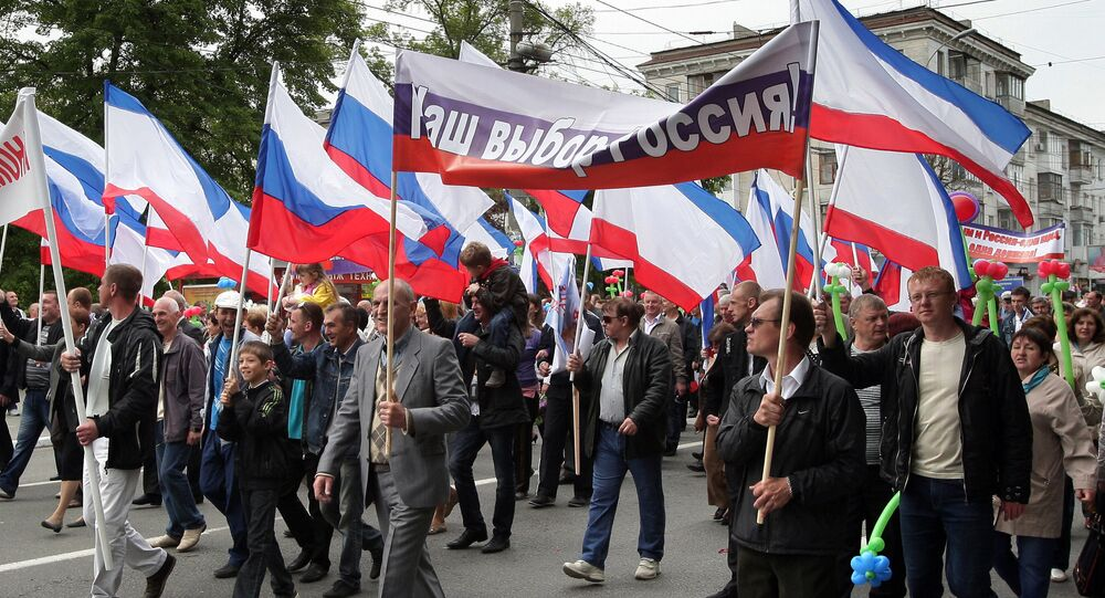 Participants of the May Day demonstration in Simferopol with a poster Our choice - Russia