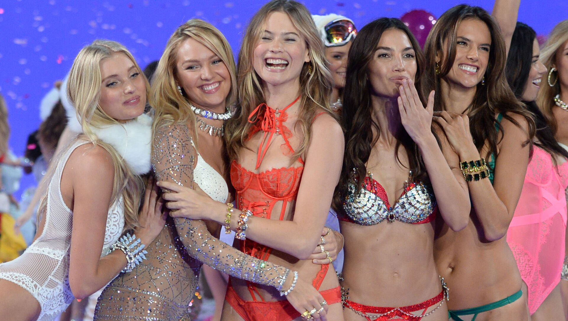 Elsa Hosk, from left, Candice Swanepoel, Behati Prinsloo, Lily Aldridge and Alessandra Ambrosio walk the runway during the Victoria's Secret Fashion Show at the Lexington Armory on Tuesday, Nov. 10, 2015, in New York. The Victoria's Secret Fashion Show will air on CBS on Tuesday, Dec. 8, at 10pm EST. - Sputnik International, 1920, 31.07.2021