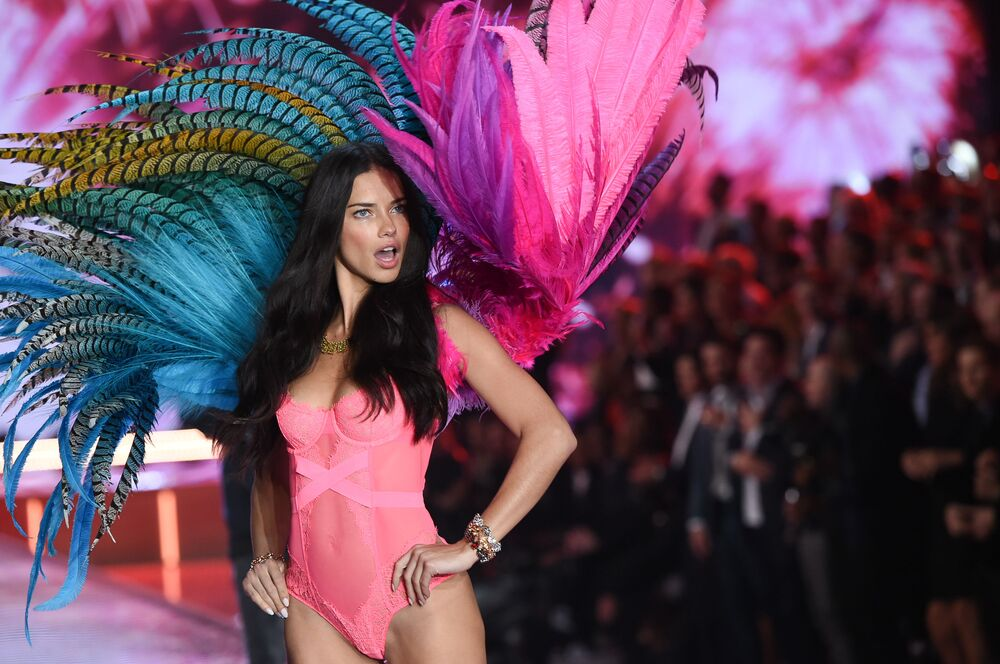 Angels Take the Stage: Victoria's Secret Fashion Show 2015