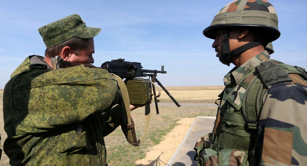 Russian and Indian troops held the first firing exercises during the joint Indra-2015 drills in northern India's Mahajan firing range