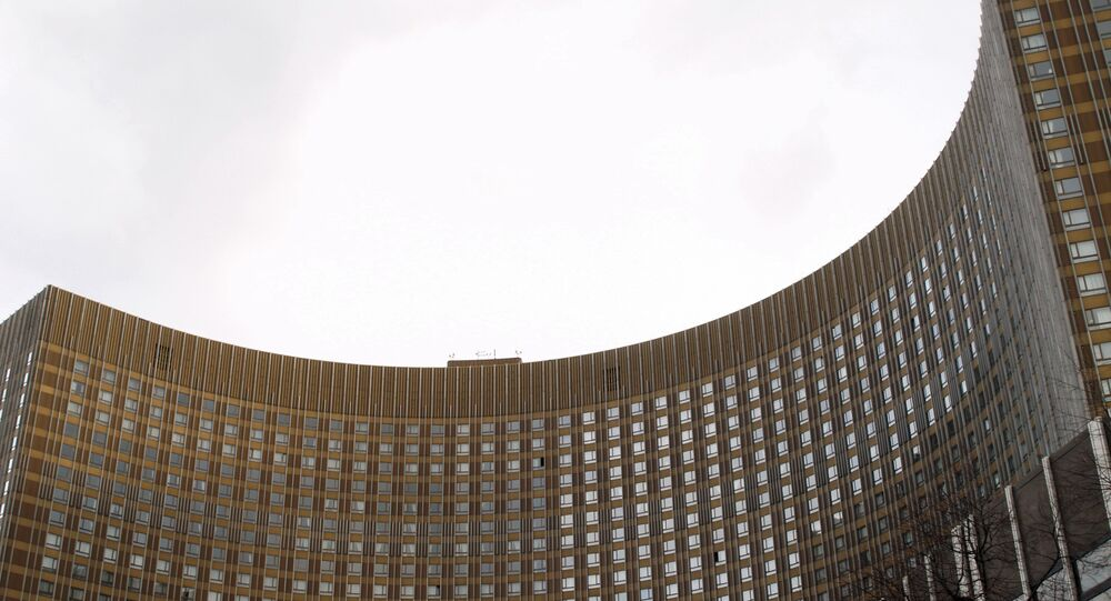Москва (Moscow) - Hotel Cosmos