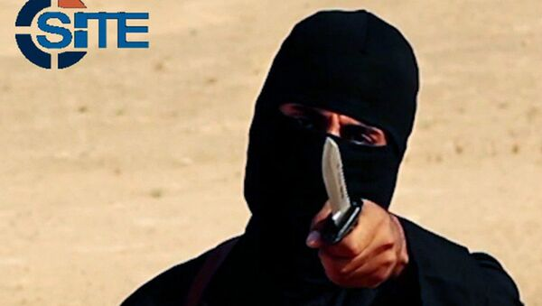 This image made from militant video, which has been verified by SITE Intel Group and is consistent with other AP reporting, shows Mohammed Emwazi , known as Jihadi John, holding a knife - Sputnik International