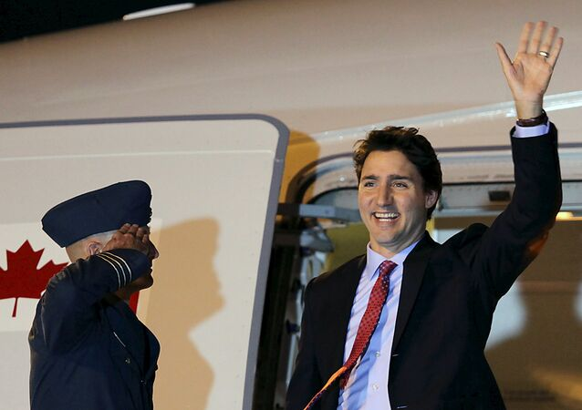 Canadian Prime Minister Justin Trudeau waves to the media upon his arrival at Ninoy Aquino International Airport, Manila November 17, 2015, to attend the Asia-Pacific Economic Cooperation (APEC) summit
