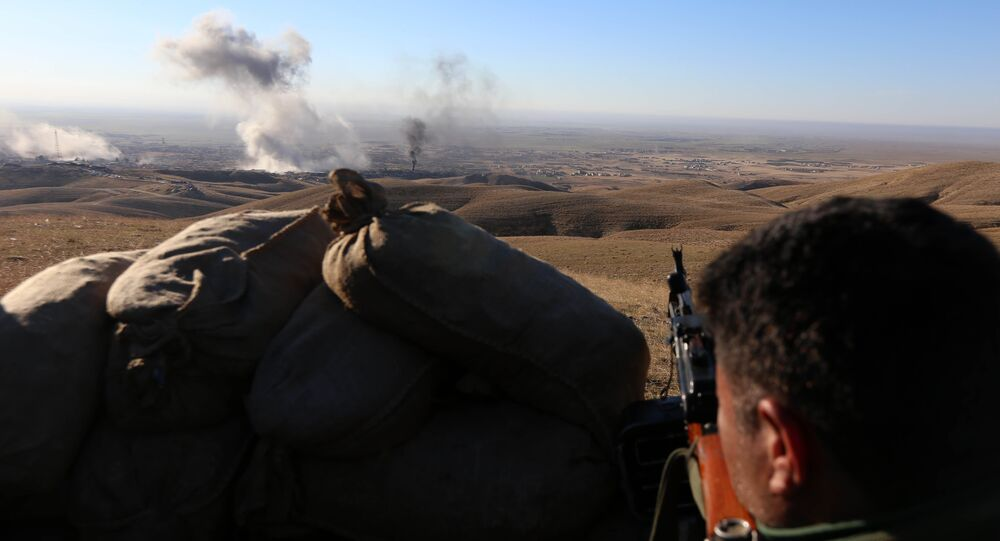 Iraqi Kurdish forces take part in an operation backed by US-led strikes on the outskirts of northern Iraqi town of Sinjar on November 12, 2015, to retake the town from the Islamic State group and cut a key supply line to Syria