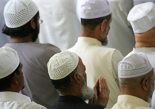 British muslims pray during Friday prayer at the East London mosque. (File)