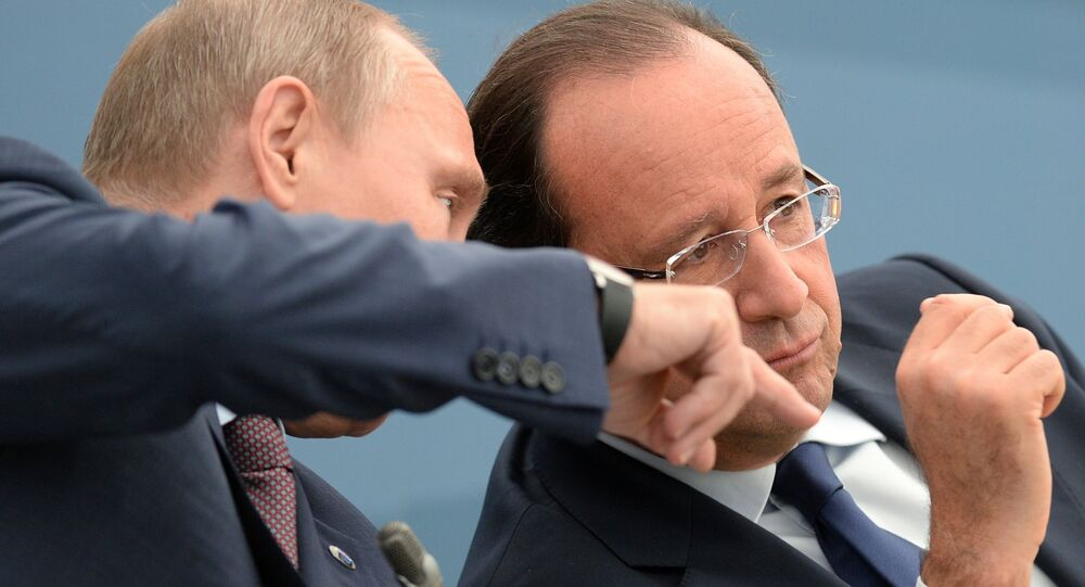 President of the Russian Federation Vladimir Putin, left, and President of the French Republic Francois Hollande