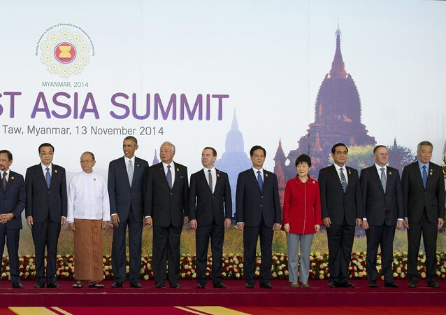 Myanmar President Thein Sein (C-white top) stands next to US President Barack Obama (8th R) and China's Prime Minister Li Keqiang (9th L) and other leaders as they pose for a group photo before the Plenary Session for the 9th East Asia Summit (ESA) in Myanmar's capital Naypyidaw on November 13, 2014.