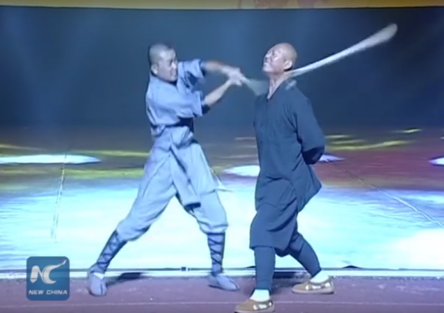 Shaolin Iron Skill Kung Fu: Monk breaks stick with neck