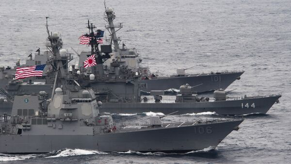 US-Japanese ships sail in formation - Sputnik International