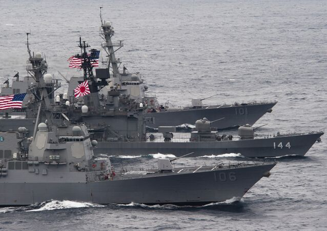 US-Japanese ships sail in formation