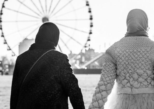 Women looking at the London Eye, London, UK