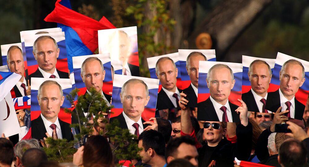 Belgrade residents hold portraits of Russian President Vladimir Putin