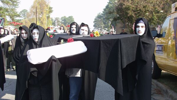 Protesters prepare to march to Fort Benning's front gate Sunday, Nov.18, 2001, in Columbus, Ga., to protest a former Army school they blame for alleged human rights violations against Latin American civilians. - Sputnik International