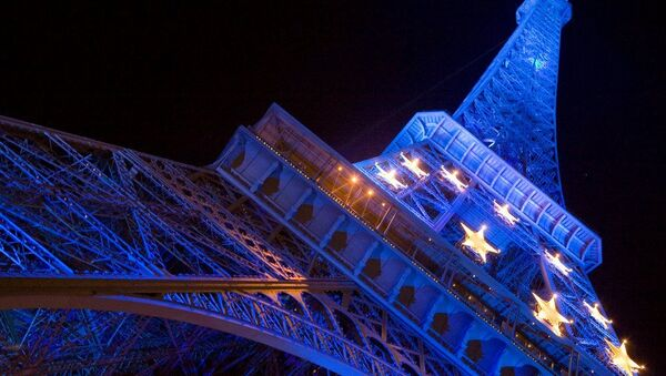 The Eiffel Tower decorated with the stars composing the EU flag. - Sputnik International