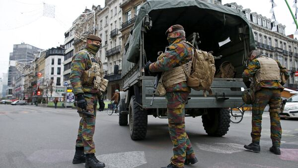Belgian soldiers patrol in central Brussels as police search the area during a continued high level of security following the recent deadly Paris attacks, Belgium, November 24, 2015 - Sputnik International