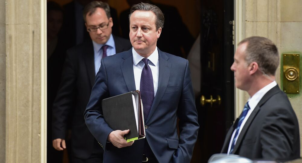 British Prime Minister David Cameron (C) leaves 10 Downing Street in central London on November 26, 2015, bound for the Houses of Parliament where he made a statement to back joining international action against Islamic State jihadists following the November 13 attacks in Paris, which killed 130 people.