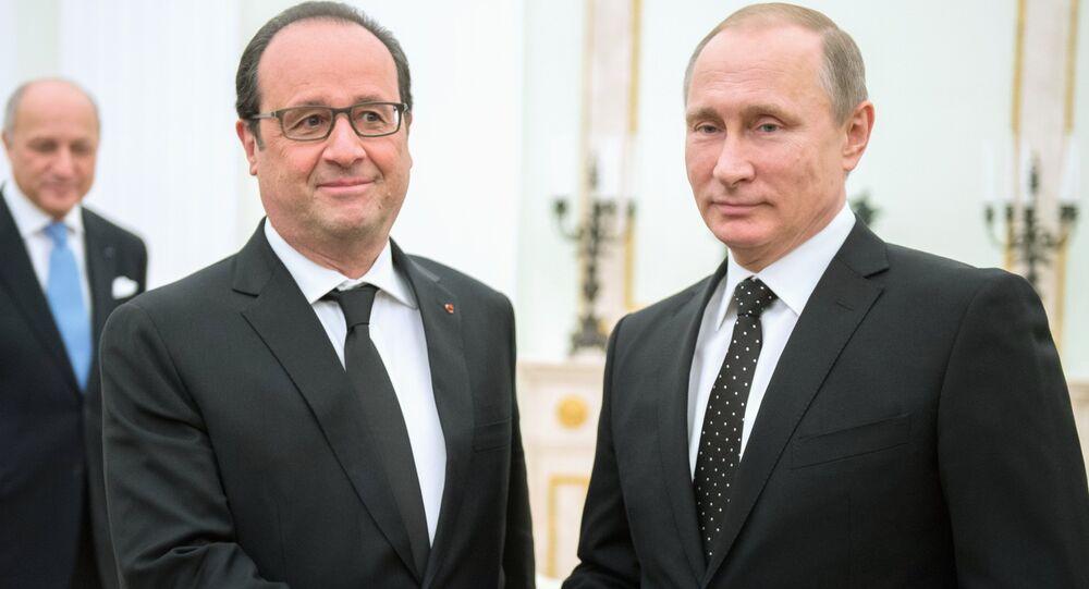 Russian President Vladimir Putin (right) and French President Francois Hollande meet in the Kremlin