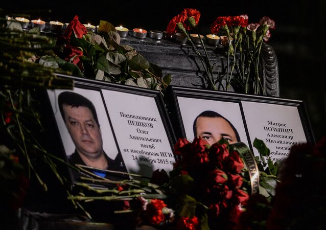 Portraits of lieutenant colonel Oleg Peshkov and mariner Alexander Pozynich, who were killed in Syria
