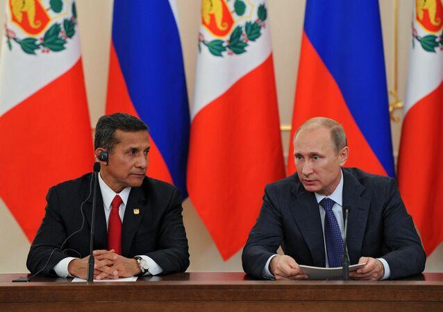 Russian President Vladimir Putin, right, and President of Peru Ollanta Humala