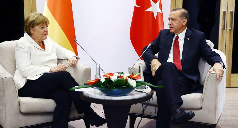 Turkish President Recep Tayyip Erdogan (R) meets German Chancellor Angela Merkel (L) during the G20 Summit in Antalya, on November 16, 2015