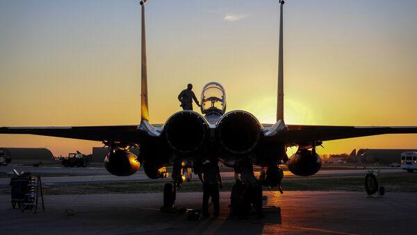 U.S. Air Force F-15E Strike Eagle sits after shortly landing Nov. 12, 2015, at Incirlik Air Base, Turkey - Sputnik International