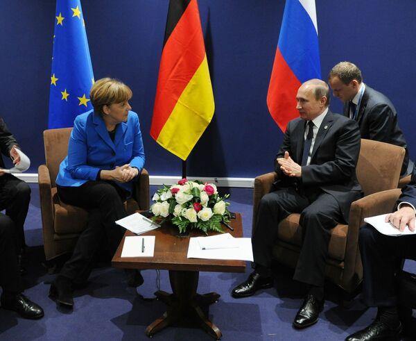 Saving the Earth: Putin Meets World Leaders at Paris Climate Conference - Sputnik International