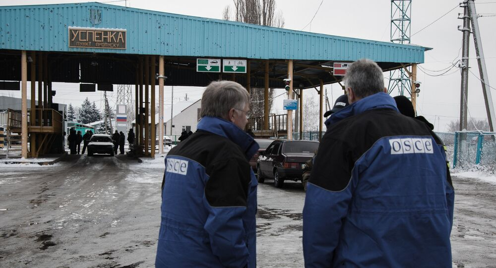 OSCE observers at the Uspenka checkpoint in the Donetsk Region on the border between Ukraine and Russia