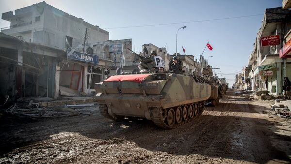 Turkish army's armored vehicles and tanks drive in Syrian town of Ayn al-Arab, also known as Kobani, as they return from the Ottoman tomb in Syria, Sunday, Feb. 22, 2015 - Sputnik International